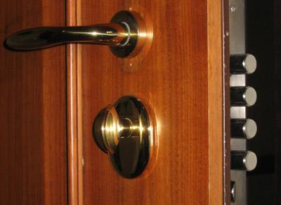 Mandate laterali di chiusura della porta blindata livorno - Paletto porta blindata ...